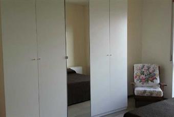 La camera è luminosa, il pavimento è di parquet Abruzzo PE Pescara