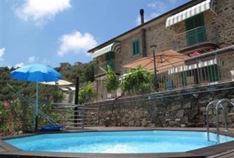 Piscina panoramica con doccia e pavimentazione in legno Campania SA Castellabate