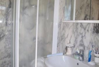 Primo bagno al piano terra con finiture in marmo italiano Campania SA Castellabate