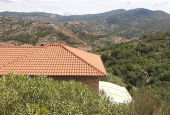 Facciata e retro della casa con parcheggio Campania SA Castellabate