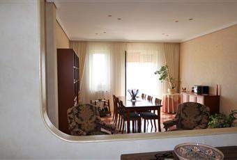 Il salone è luminoso, il pavimento è piastrellato Sicilia RG Ragusa