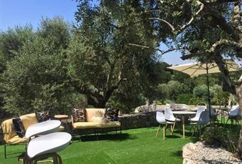 Il giardino è con erba, il bagno è luminoso Puglia BR Cisternino