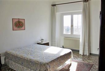 Il pavimento è piastrellato, la camera è luminosa, il pavimento è di parquet Piemonte VB Bee