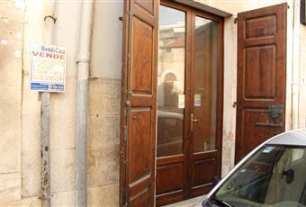 """open-space + servizi bagno e antibagno,ristrutturato, classe energetica g """"non presente la certificazione energetica"""" Puglia BA Corato"""