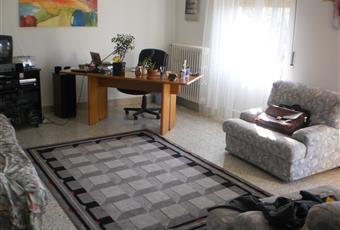 Salone ampio e luminoso collegato ad un am piobalcone, il salone è luminoso Toscana PI Pomarance