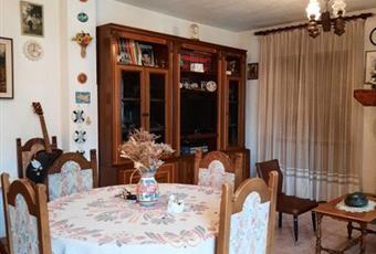 Il pavimento è piastrellato, il salone è con camino, il salone è luminoso Valle d'Aosta AO Aosta