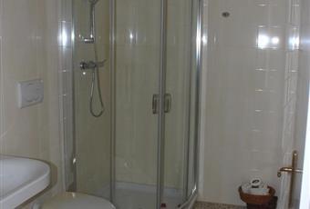 Uno dei tre bagni, recentemente rinnovato e con grande box doccia in cristallo Puglia LE Squinzano