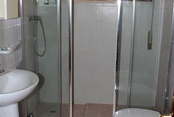Secondo bagno, recentemente rinnovato e con grandissimo box doccia in cristallo Puglia LE Squinzano