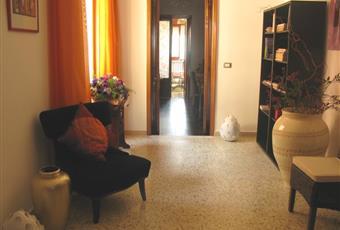 Piccola saletta di passaggio fra l'ingresso e la cucina e camere da letto. E' dotata di una libreria e divani per la lettura Puglia LE Squinzano