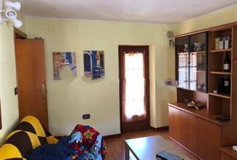 Il salone è luminoso, il pavimento è di parquet Valle d'Aosta AO Lillianes