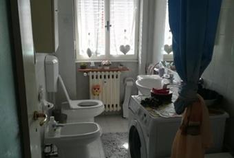 Il pavimento è piastrellato, il bagno è luminoso Piemonte AL Novi ligure