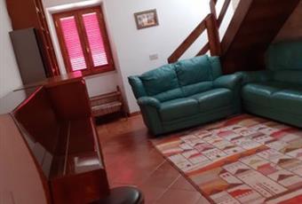 Il pavimento è piastrellato, il salone è con camino, il salone è luminoso Lazio RM Subiaco