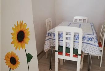 Il pavimento è di parquet, la cucina è luminosa e abitabile Marche PU Urbino