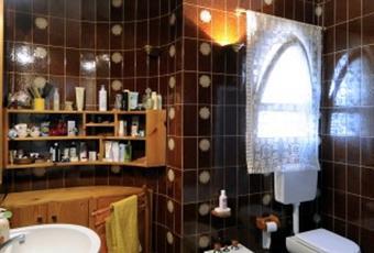 bagno con vasca. La villa presenta altri 2 bagni en-suite. Sicilia SR Siracusa