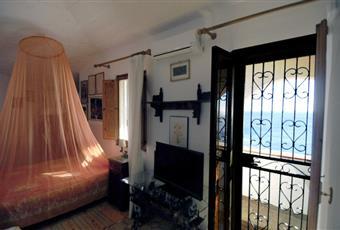 Tre stanze da letto, 2 con annesso bagno, 1 con terrazzo vista mare. Tutte con aria condizionata. Sicilia SR Siracusa
