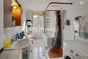 Bagno piastrellato con vasca e finestra Veneto VI Noventa vicentina