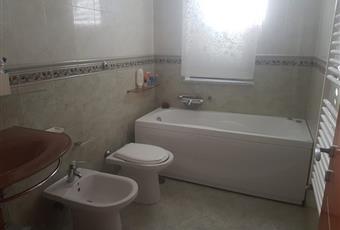 Il pavimento è piastrellato, il bagno è luminoso Campania AV Montoro superiore