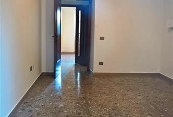 Vendesi appartamento con garage e posto auto