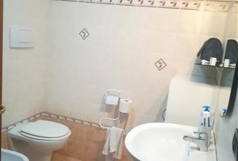 Il bagno è con , il pavimento è piastrellato Puglia BA Gioia del Colle