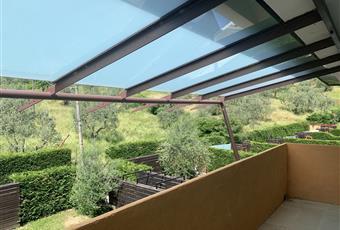 terrazzo ampio e luminoso protetto da una elegante tettoia luminosa.  Toscana PO Carmignano