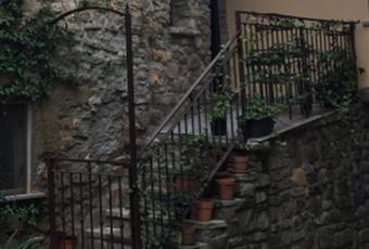 Il pavimento è di parquet Piemonte AL Dernice