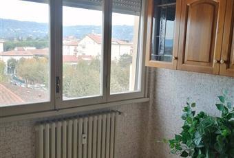 ampi spazi per cucinare ampia finestra e molta luce Toscana PT Montecatini Terme
