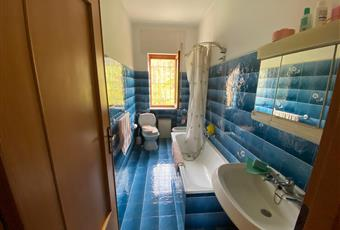 Il pavimento è piastrellato, il bagno è luminoso Piemonte AL Cantalupo ligure