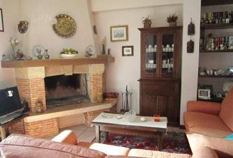 Il salone è con camino, il salone è con mattoni a vista Lazio RM Rocca Santo Stefano
