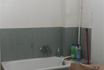 Ampio locale ad elle separabile con pareti mobili o cartongesso. con locale ripostiglio e bagno. Dotato di riscaldamento autonomo. Emilia-Romagna MO Mirandola