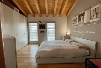 La camera principale è luminosa e il pavimento è di parquet. Veneto PD Trebaseleghe