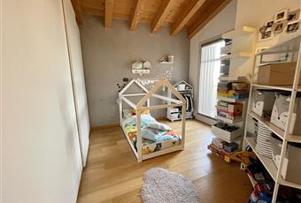 La camera secondaria, utilizzabile anche come studio, ha il pavimento di parquet e dà accesso al terrazzino. Veneto PD Trebaseleghe