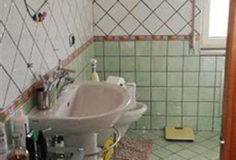 Il pavimento è piastrellato, il bagno è luminoso Campania AV Monteforte Irpino