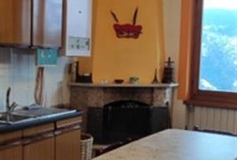 Il pavimento è piastrellato, la cucina è luminosa Lombardia BG Gorno