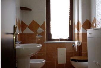 Il pavimento è piastrellato, il bagno è luminoso Campania AV Ospedaletto D'alpinolo