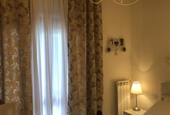 Altra luminosissima camera patronale al piano terreno con grande finestra che affaccia su un terrazzo di 30 mq circa ove insiste un piccolo lavatoio. Dotata di un grande armadio a 6 ante. Lazio VT Montalto di Castro