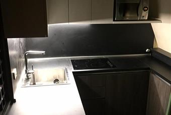 La cucina è posta dietri lo scaffale a libro nero. Valle d'Aosta AO Gressan