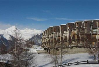 L'immobile visto dall'esterno.  Vista sulle montagne. Valle d'Aosta AO Gressan