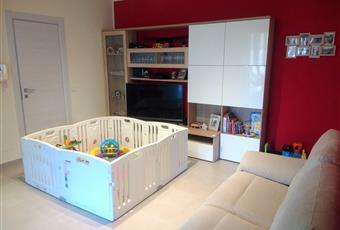 In tutto l'appartamento il pavimento è in gres effetto cemento  Piemonte TO Volpiano
