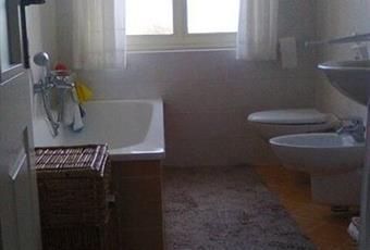 Il pavimento è piastrellato, il bagno è luminoso Friuli-Venezia Giulia GO Gorizia
