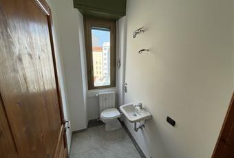 Il bagno è con, il bagno è luminoso, il pavimento è piastrellato Lombardia MI Sesto San Giovanni