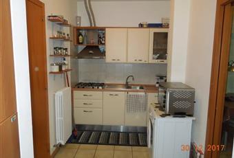 Il pavimento è piastrellato c'è un lucernario apribile rendendo la cucina con una discreta illuminazione propria e anche una buona areazioni.    Puglia LE Lizzanello