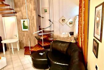 Il salone è luminoso, il pavimento è piastrellato Toscana LU Camaiore