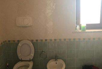 Il pavimento è piastrellato, il bagno è luminoso Lazio LT Fondi