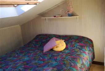 Arredamento composto da letto matrimoniale,armadio a due ante,piccolo comò con specchiera, sedia e comodino. Liguria IM Ospedaletti