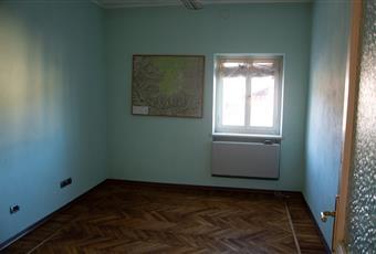 Il pavimento è piastrellato, il bagno è luminoso Piemonte CN Borgo San Dalmazzo