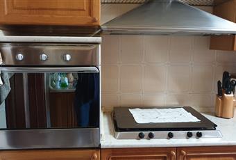 La cucina è composta da un unico vano con angolo cottura e spazio tinello. Possibilità di accesso al terrazzo retrostante ampio circa 35 mq Puglia LE Melissano