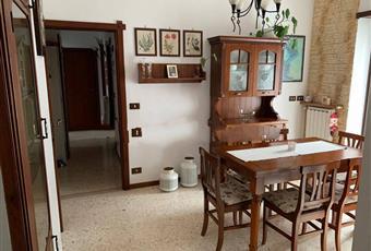 Il salone è luminoso, il pavimento è piastrellato Puglia BR Brindisi