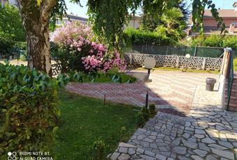Il giardino è con erba, il pavimento è piastrellato Piemonte AL Alessandria