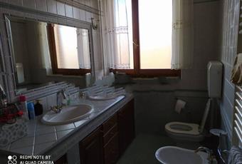Il bagno è luminoso, il pavimento è piastrellato Piemonte AL Alessandria