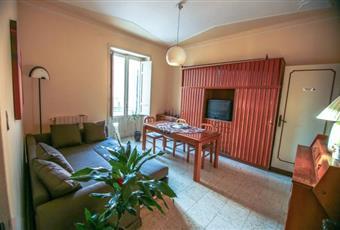 Il salone è luminoso, il pavimento è piastrellato, con soffitto a volta Sicilia SR Siracusa